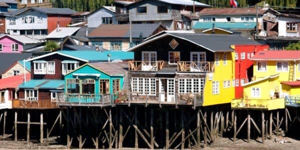 Палафиты-дома на сваях в городе Кастро