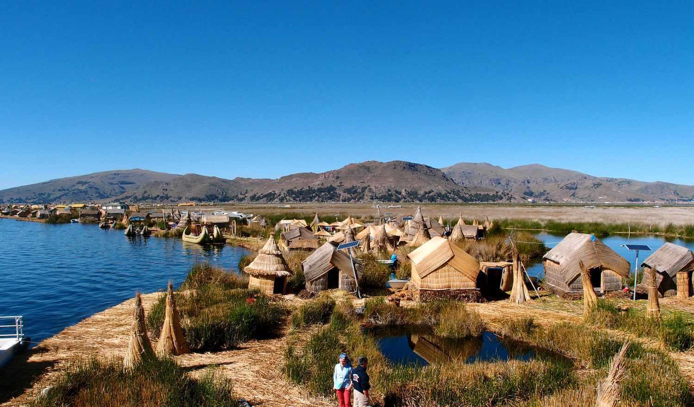 Острова Урос, Перу